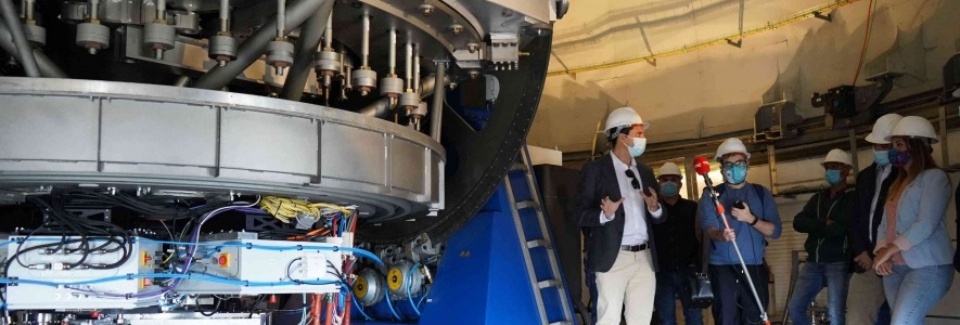 Visit of the Minister of Science of the Government of Aragon to the JST / T250 telescope with the JPCam camera already installed.